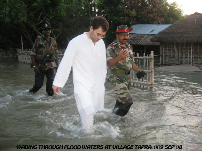 2008 - Mr. Rahul Gandhi Visiting Flood Relief Area (Vill - TAPARA)